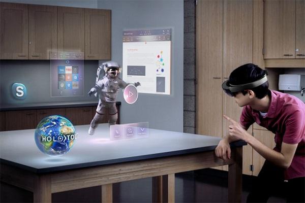 微软邀请成人与孩童到园区协助HoloLens研究