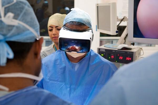 伦敦一家医院通过VR设备直播癌症手术