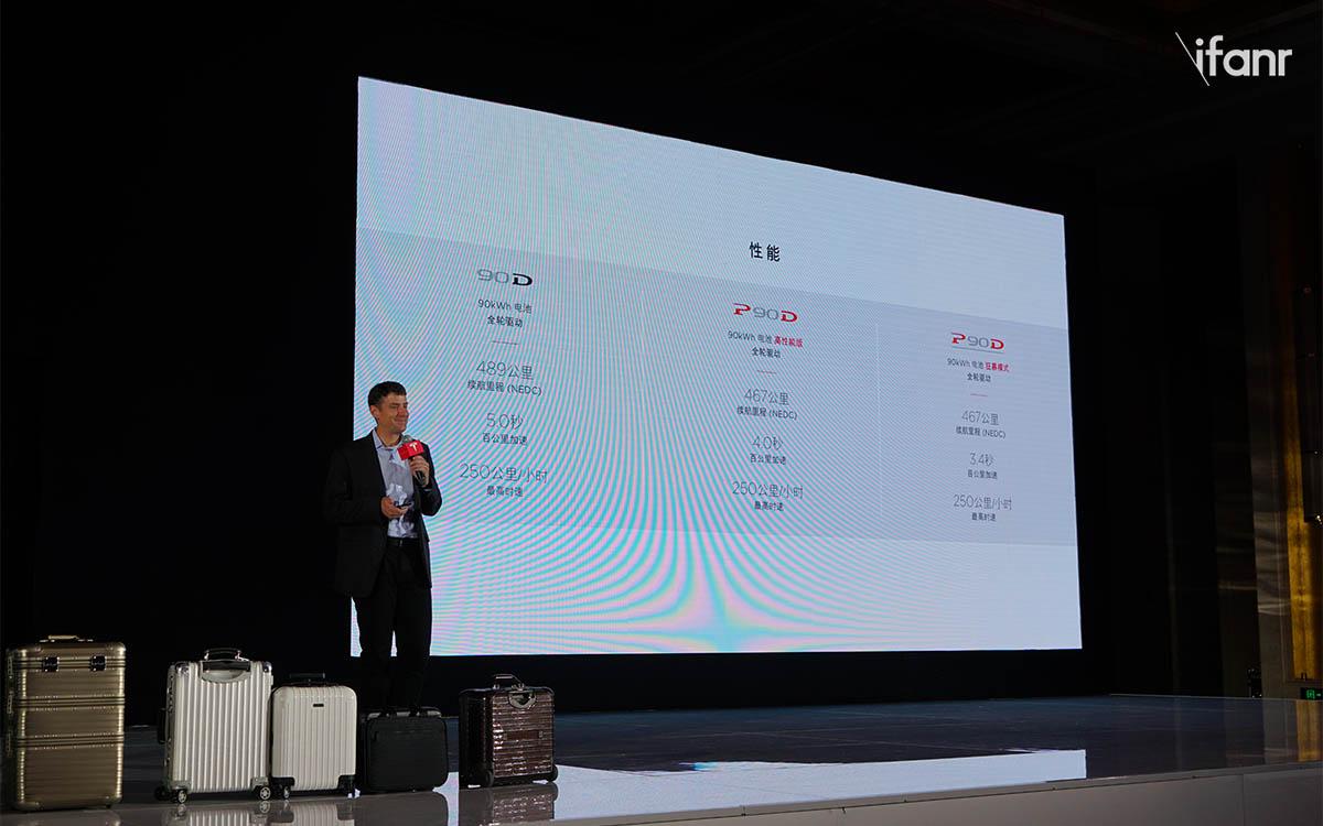 Model X 在发布 8 个月后中国首秀,交车还得再等等