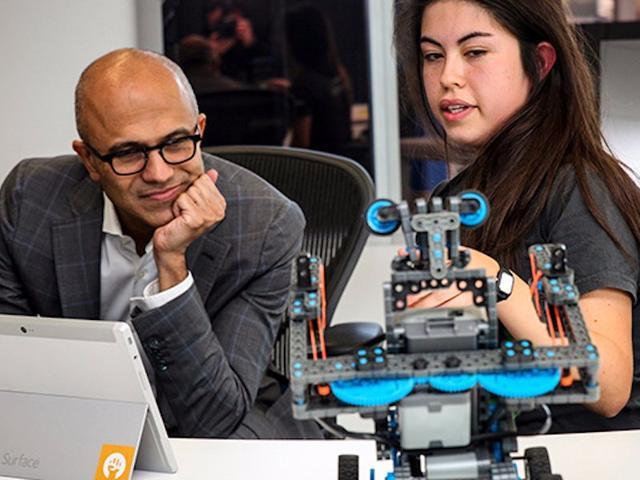 微软CEO纳德拉亲自解释收购LinkedIn原因:为了防止机器人抢走你的工作
