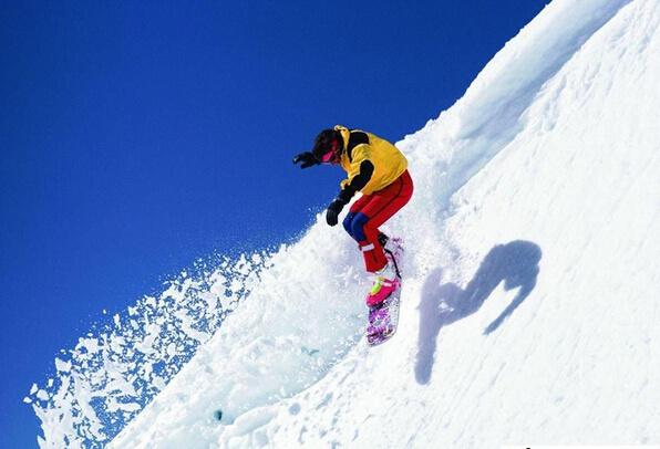 滑雪场的年轻人越来越喜欢单板,于是Snow Monkey 为他们开发了酷炫的专业护具
